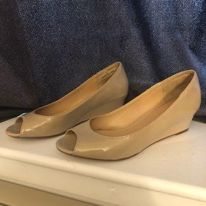 NY&Co Nude Patent Leather Open Toe Wedge, 7